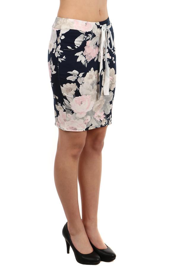 e2d161b8ab2d Dámská pouzdrová sukně s květinovým vzorem
