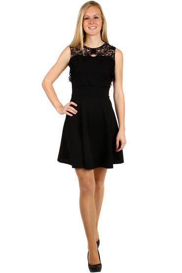 Krátké šaty s krajkou v horní části 3e7228cbcc0